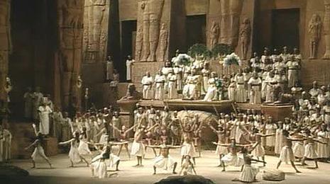 The Metropolitan Opera: Giuseppe Verdi, Aida, red. Sonja Frisell, foto: Louis Mélançon / The Metropolitan Opera®, www.metoperafamily.org