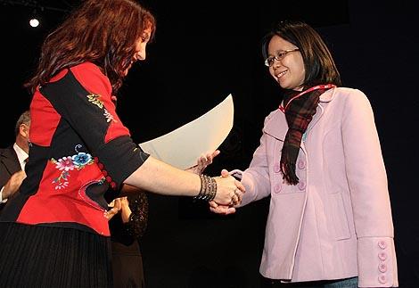Prošlogodišnja dobitnica nagrade ISCM-a i IAMIC-a za najbolju skladbu autora do 35 godina starosti Katia Beaugeais uručila je nagradu ovogodišnjoj dobitnici Chiu-Yu Chou