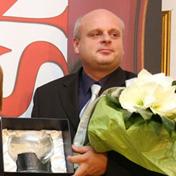 ravnatelj Varaždinskih baroknih večeri Davor Bobić i urednica kulture u Vjesniku Branka Džebić koja uručuje flautistu Daniju Bošnjaku nagradu Kantor