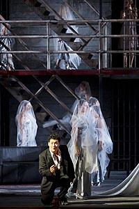 Alik Abdukayumov (Leporello); Opera u Grazu, Wolfgang Amadeus Mozart, Don Giovanni, red. Johannes Erath, dir. Hendrik Vestmann, foto: Werner Kmetitsch, www.buehnen-graz.com/oper