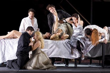 scena iz predstave; Opera u Grazu, Wolfgang Amadeus Mozart, Don Giovanni, red. Johannes Erath, dir. Hendrik Vestmann, foto: Werner Kmetitsch, www.buehnen-graz.com/oper
