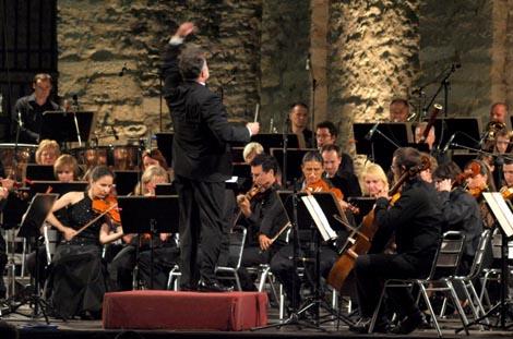 Simfonijski orkesta rHRT-a i dirigent Ivo Lipanović na otvaranju 51. glazbenih večeri u sv. Donatu, foto: Vedran Penga