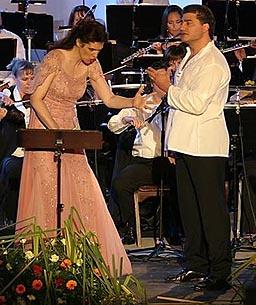 Dubravka Šeparović-Mušović i José Cura, koncert uz orkestar Opere HNK Ivana pl. Zajca, dir. Nada Matošević, na Riječkim ljetnim noćima 2006., foto: www.dubravka-musovic.com
