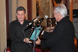 Berislava Šipuša prima Godišnju nagradu HDS-a Boris Papandopulo