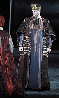 Goran Jurić (Veliki Balov svećenik); Teatro dell Opera, Rim, Giuseppe Verdi, Nabucodonosor, dir. Riccardo Muti, red. Jean-Paul Scarpitta, 2011.