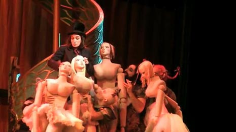 Metropolitan Opera, New York: Jacques Offenbach, Hoffmannove priče, dir. James Levine, red. Bartlett Sher