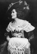 Joan Sutherland kao Stella u Hoffmanovim pričama, The Metropolitan Opera New York, 1973
