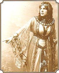 Josie Petru kao Amneris u Aidi