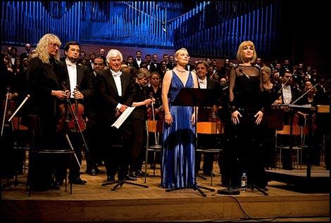 Dmitrij Kitajenko, Sabina Cvilak i MArtina Gojčeta Silić na koncertu Simfonija uskrsnuća Zagrebačke filharmonije