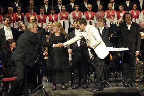 Koncert Neka cijeli ovaj svijet u HNK u Osijeku