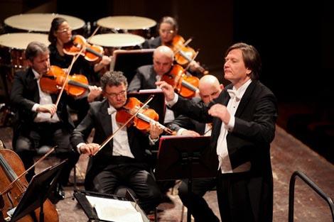 Orkestar Zaklade Veronske arene (L'Orchestra dell'Arena di Verona), dirigent Marko Letonja