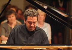 Lovro Pogorelić, foto: Damil Kalogjera, www.dubrovnik-festival.hr