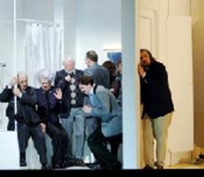 Oper Frankfurt: Giacomo Puccini, GIANNI SCHICCHI, red. Claus Guth; Željko Lučić (Gianni Schicchi, desno), foto: www.operatoday.com