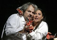 Metropolitan Opera, New York: Giuseppe Verdi, MACBETH, red. Adrian Noble; Željko Lučić (Macbeth) i Maria Guleghina (Lady), foto: Ken Howard (www.operatoday.com)