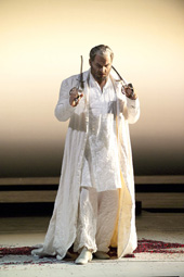 San Francisco Opera: Giuseppe Verdi, MOĆ SUDBINE, red. Ron Daniels; Željko Lučić (Don Carlo di Vargas), foto: Terrence McCarthy (sfopera.com)