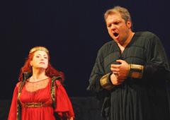 HNK u Zagrebu: Giuseppe Verdi, NABUCCO, red. Petar Selem; Gabella Morigi (Abigaille) i Željko Lučić (Nabucco), foto: Saša Novković