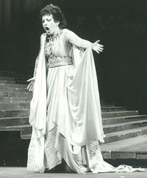 Veneta Janevu Iveljić kao Norma