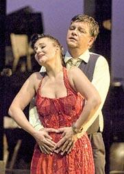 Martina Tomčić (Kundry) i Michael Baba (Parsifal); Tirolski festival u Erlu: Richard Wagner, Parsifal, dir. i red. Gustav Kuhn, foto: © Tiroler Festspiele Erl / Rupert Larl