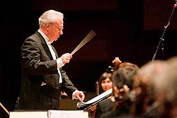 Pavle Dešpalj na koncertu Zagrebačke filharmonije 23. listopada 2009., foto: www.zgf,hr
