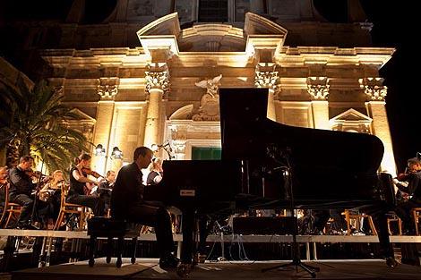 Peter Jablonski, klavir, i ZAgrebačka filharmonija na koncertu 11. srpnja u Dubrovniku