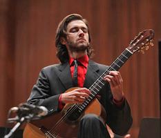 Petrit Çeku na koncertu Zagrebačke filharmonije 30. listopada 2009., foto: www.zgf.hr