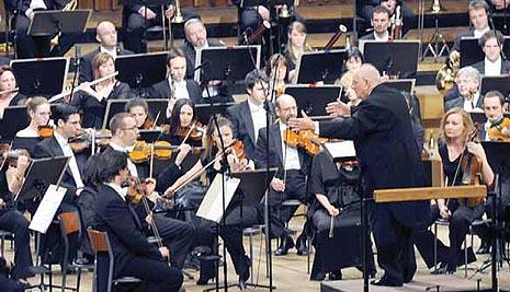 Simfonijski orkestar HRT-a i dirigent Vladimir Kranjčević
