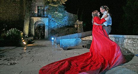 Giacomo Puccini, Tosca, red. Damin Zlatar Fray, dir. Nada Matošević; 3. čin na Trsatskoj gradini, foto: www.rijeckeljetnenoci.com