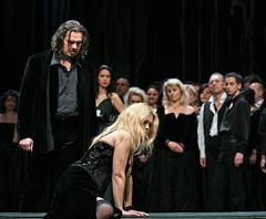 Margareta Klobučar (Violetta Valery), Davor Lešić (Alfredo Germont); HNK Ivana pl. Zajca u Rijeci, Giuseppe Verdi, Traviata, dir. Nikša Bareza, red Janusz Kica