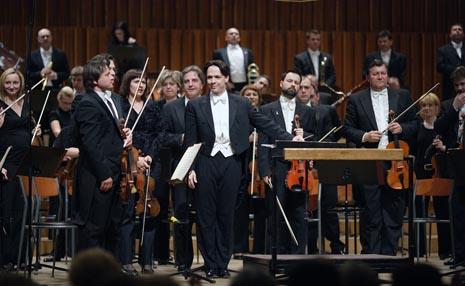 ZAgrebačka fiharmonija i dirigent Evan Christ