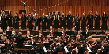 Djevojački zbor Zvjezdice na koncertu Zagrebačke filharmonije 5. veljače 2010., foto: zgf.hr
