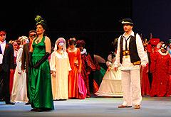 HNK u Zagrebu; Josip Mandić: MIRJANA, red. Petar Selem; Adela Golac-Rilović (Mira), Davor Lešić (Petar Njegovan) i zbor Opere, foto: Ines Novković