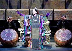 Ning Liang kao Shaman u operi The First Emperor u Metropolitanu